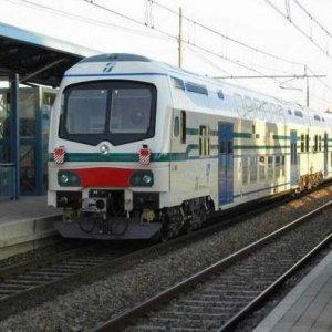 Dal tappo di Firenze al Valdarno: il dossier di Legambiente sui treni toscani