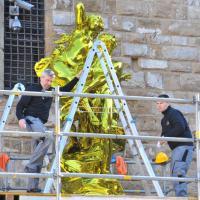 Jeff Koons, addio o arrivederci? L'opera d'arte lascia l'arengario di Palazzo Vecchio a Firenze