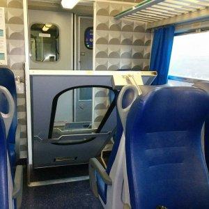 Treni si stacca la porta interna del regionale roma - Milano porta genova treni ...