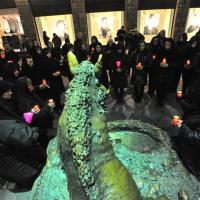 Firenze, la veglia funebre animalista: