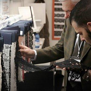 Prato, venti aziende tessili dalla parte di Greenpeace con Detox