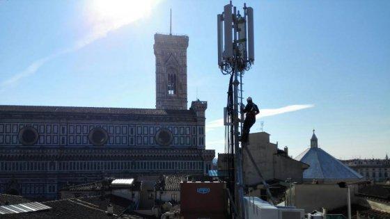 """L'antenna della Wind a pochi metri dal Duomo di Firenze, Nardella. """"Non è una bella cosa"""""""
