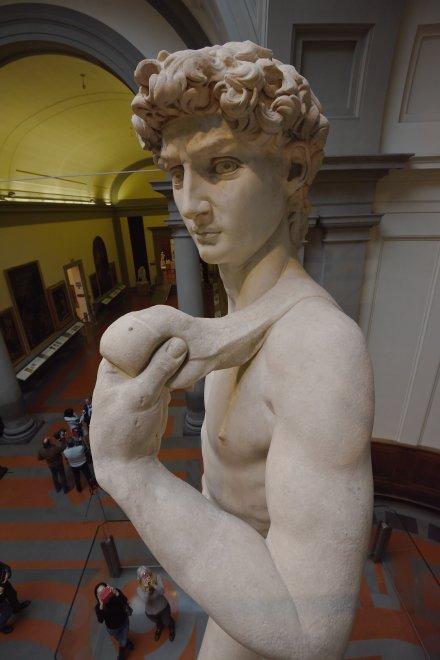 Firenze, a tu per tu con il David: l'opera di Michelangelo come non l'avete mai vista