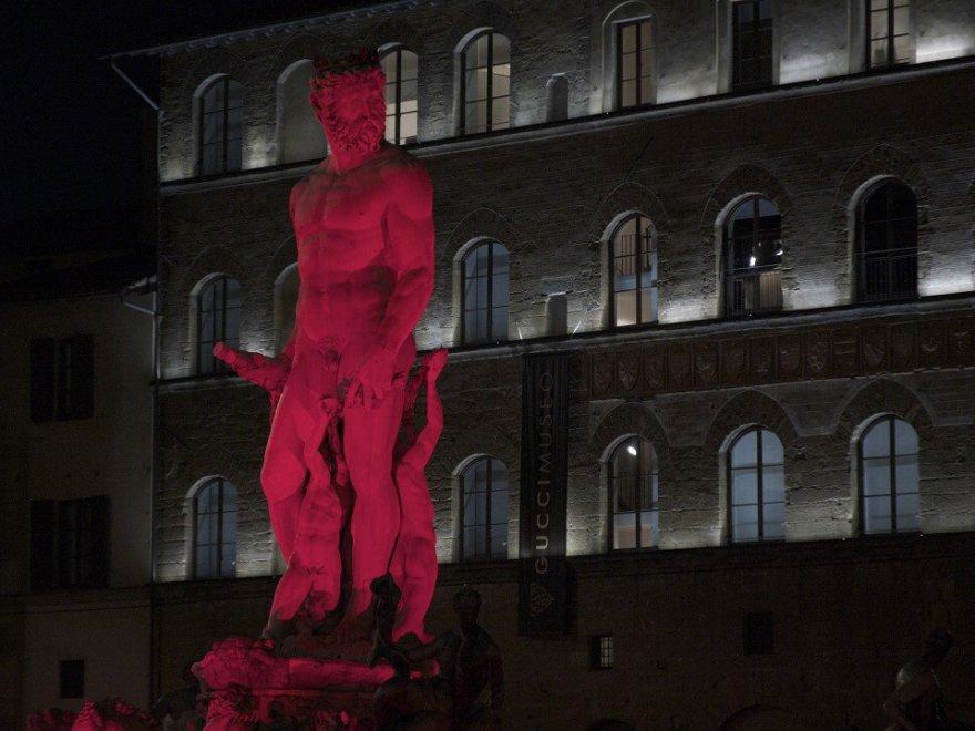 Firenze, Oxfam: la fontana del Nettuno si illumina per la Siria