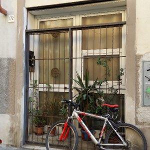 Livorno, pensionato accoltella e uccide il coinquilino romeno