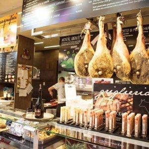 """""""Nei ristoranti solo cibi locali: il menù che divide Firenze"""