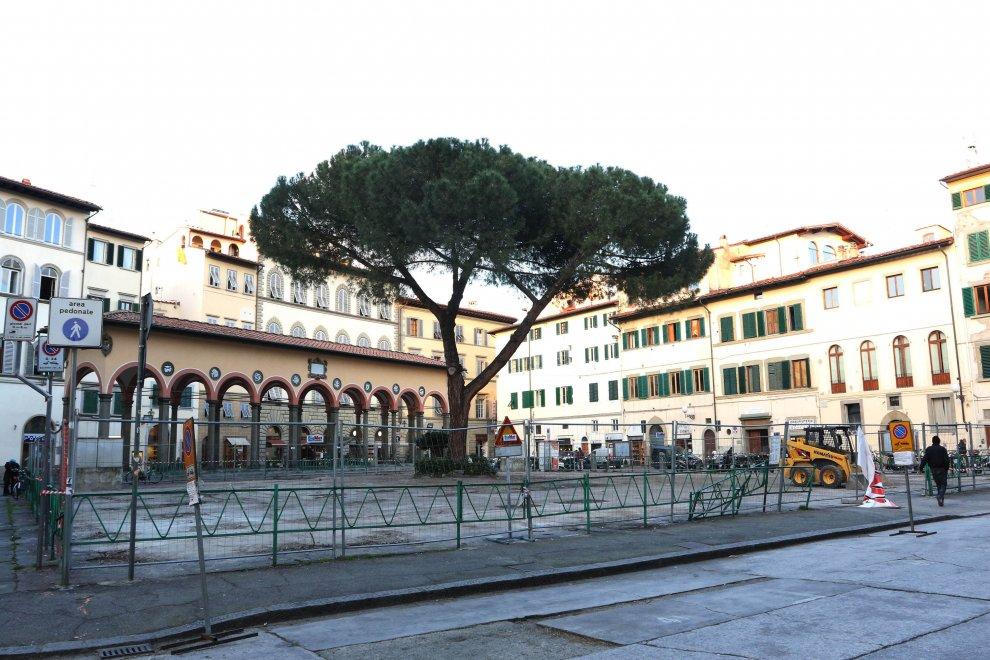 Firenze ecco piazza dei ciompi senza il mercatino delle for Piazza dei ciompi