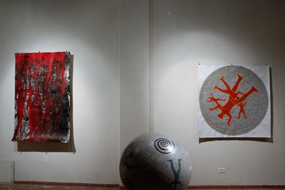 La memoria della forma: luce e colore nella mostra al Cap di Carrara