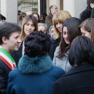 """Strage Erasmus, folla ai funerali delle tre studentesse. Nardella: """"Presto una borsa di studio"""""""