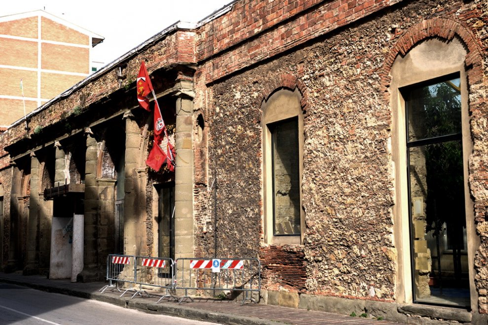 Livorno, transennato e a rischio crollo l'ex teatro in cui nacque il Pci