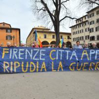 Firenze, doppio corteo tra le strade del centro
