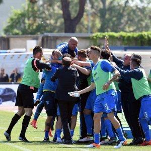 La Fiorentina vede nero, perde la partita e il quarto posto