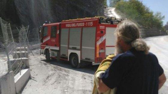 Carrara, frana un costone da una cava: due operai dispersi e uno salvato