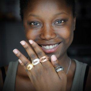 Un anello da indossare per le donne di Nosotras