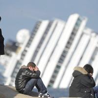Concordia, al processo d'appello la protesta dei naufraghi: