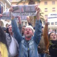 Livorno, tensione davanti al Comune alla manifestazione pro Nogarin