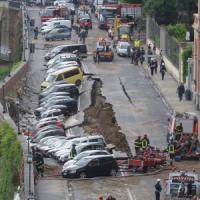 Firenze, il collasso di Lungarno Torrigiani. È guerra tra il Comune e Publiacqua