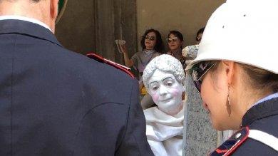 Firenze, Uffizi multati dal Comune  e il direttore Schmidt paga la sanzione Poi manda sms a Nardella