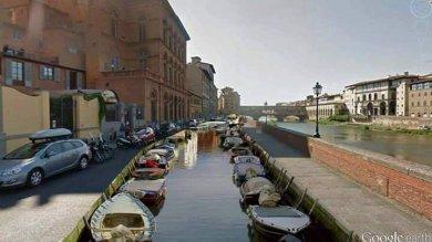 Firenze come Venezia  foto  e il Lungarno autolavaggio  l'ironia sui social per la voragine in centro