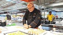 Claudio Sadler, il super chef da show alla Metro   Video