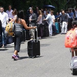 """A Firenze lo sciopero dei taxi contro gli Ncc. Il coro contro il sindaco: """"Torna a Napoli"""""""