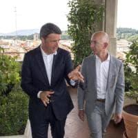 Il premier Renzi a Firenze con il ceo di Amazon: visita al Corridoio Vasariano