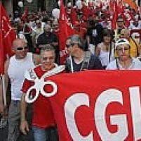 Livorno, lavoratrici intimidite durante una protesta da un uomo con la pistola
