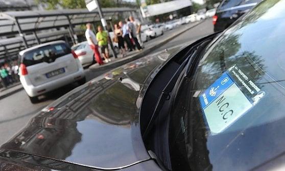 """Taxi, Uber lascia Firenze: """"Troppe poche auto"""""""