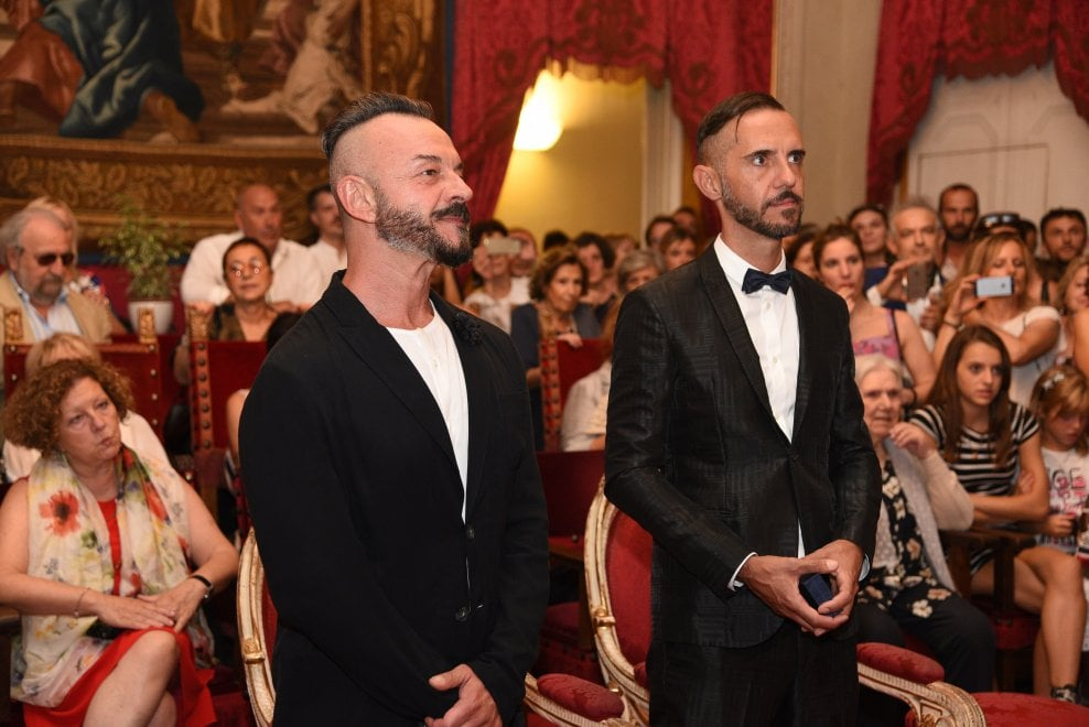 Firenze celebrata la prima unione civile a palazzo for Differenza unione civile e matrimonio