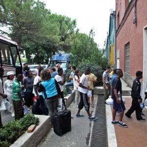 La procura di Firenze indaga su due società che gestiscono 23 centri per migranti