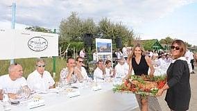 Cover story:  A tavola sulla spiaggia La Buca del Tasso, che bella novità        Archivio ristoranti   -   Archivio vini