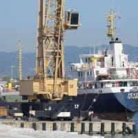Carrara, porto bloccato: sequestrate tutte le gru e i carrelli elevatori