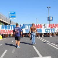 Calcio, caos per la cessione del Pisa: 500  tifosi occupano per ore i binari