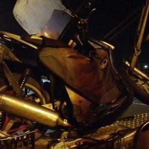 Neopatentato e ubriaco provoca un incidente sul ponte all'Indiano