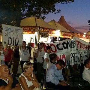 """Firenze, la protesta alla Festa dell'Unità: """"Dignità ai docenti"""""""