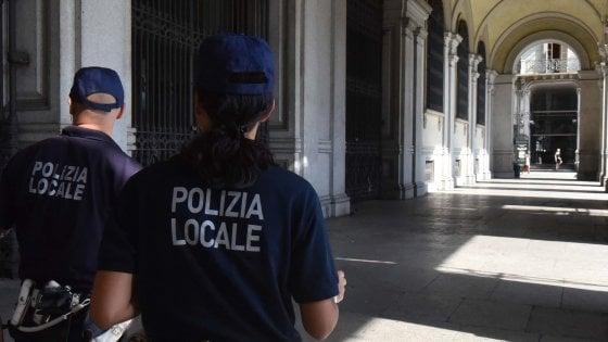 Pontedera, bambino di 5 anni trovato nudo e in lacrime in strada