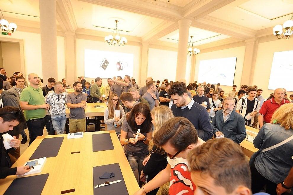 Arriva l'iPhone 7: gli Apple Store di Firenze si preparano alle code