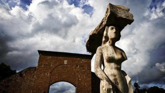 Firenze, via al restauro della statua di Pistoletto a Porta Romana