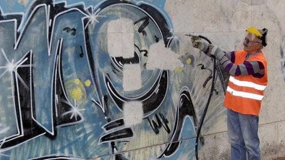 Il compleanno degli Angeli del Bello: duemila volontari ripuliscono Firenze