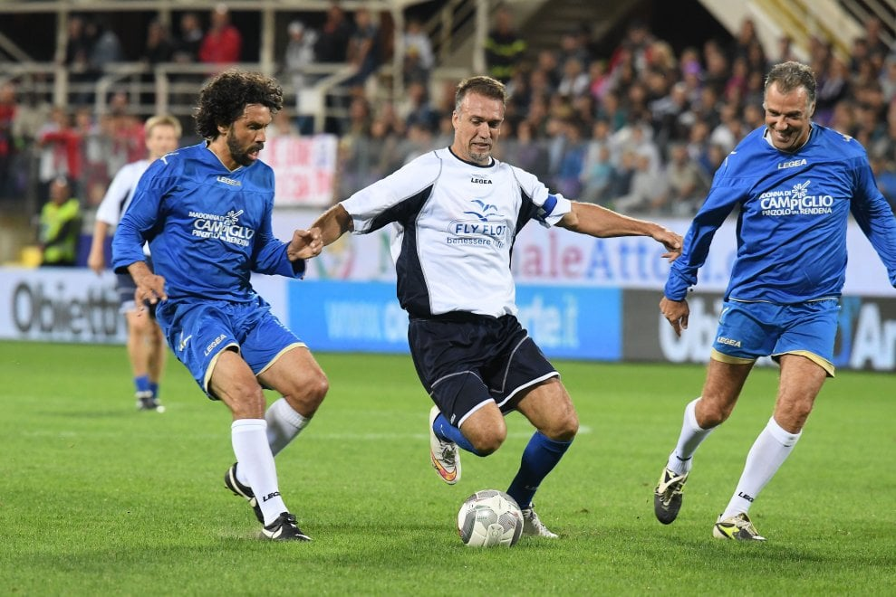 Firenze, Batigol illumina per una notte il Franchi: tre gol