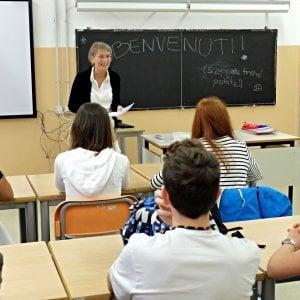 Firenze, cattedre vuote, assegnazioni in ritardo: l'ufficio scolastico richiama i pensionati