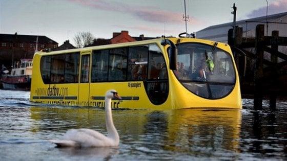 Firenze, l'idea allo studio di Ataf: un bus anfibio per spostarsi sull'Arno