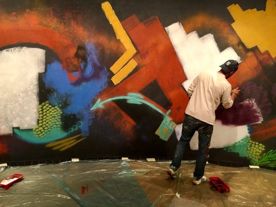 Toxic, il pioniere della street-art al lavoro a Prato
