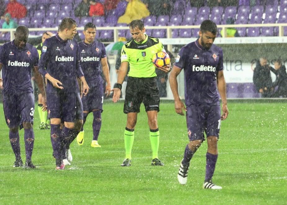 Fiorentina sotto il diluvio col Crotone, poi lo stop provvisorio