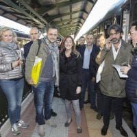 Firenze, il ministro Boschi sul treno per Roma con i manifestanti per il Sì