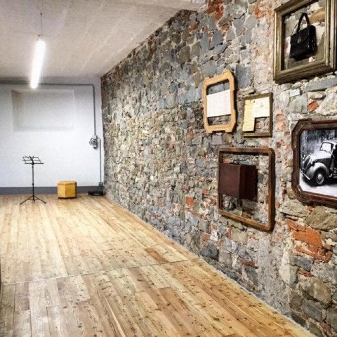 Firenze, l'alluvione del '66 distrusse la fabbrica di borse del nonno: dopo 50 anni il nipote la riapre, sarà un teatro