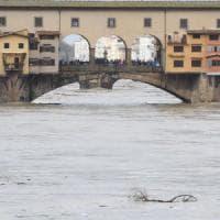 Maltempo, Arno in piena a Firenze: rientra l'allarme e il livello del fiume scende
