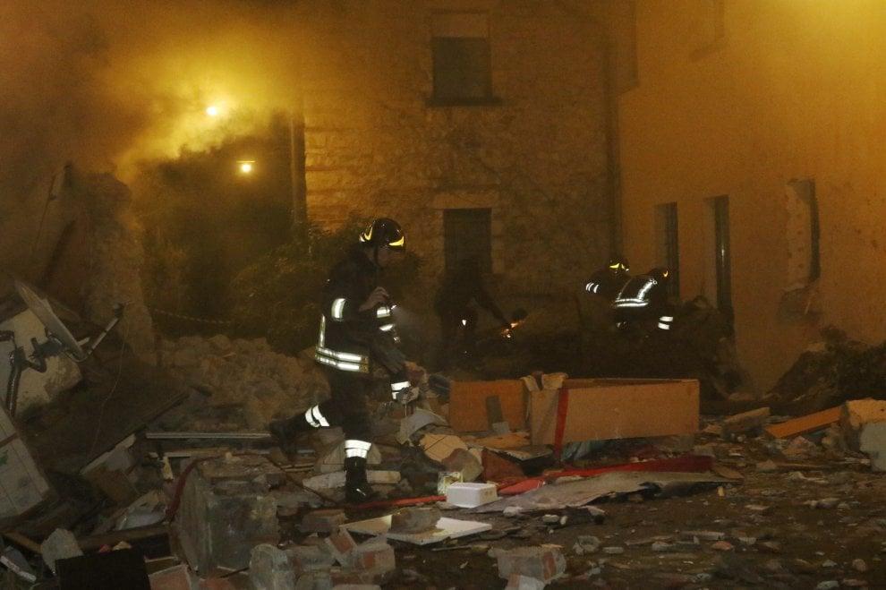 Esplosione a bagno a ripoli le immagini della villetta for I c bagno a ripoli capoluogo