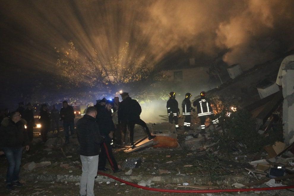 Esplosione a bagno a ripoli le immagini della villetta distrutta 1 di 1 firenze - Ansa bagno a ripoli ...