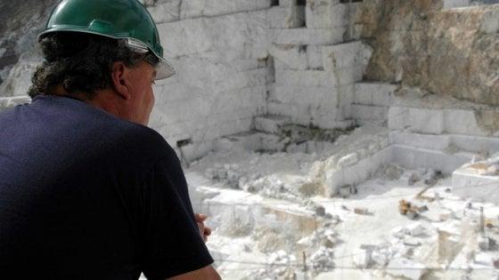 Carrara, muore cavatore di 46 anni: travolto da due tonnellate di marmo